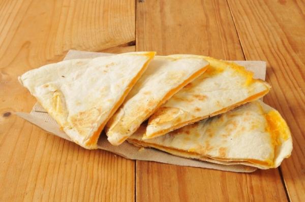 Тортилья с сыром и луком